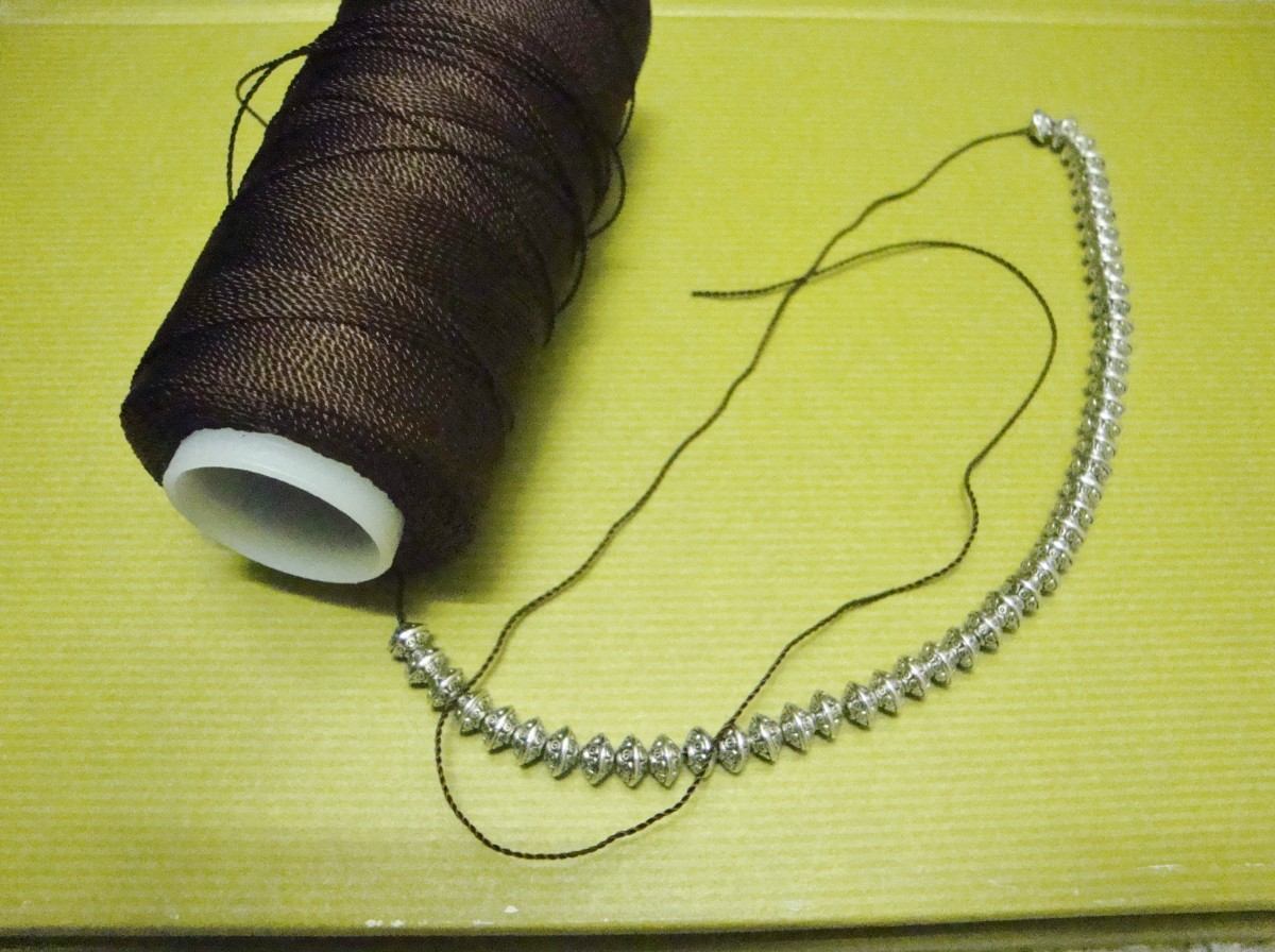 how-to-crochet-a-necklace-with-beads