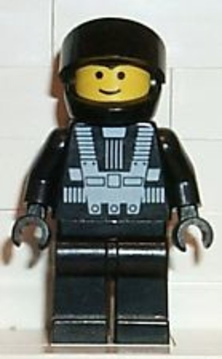 Blacktron I came with only one style minifig. A complete original Blacktron minifig with fetch between $4.00-$6.00 on eBay