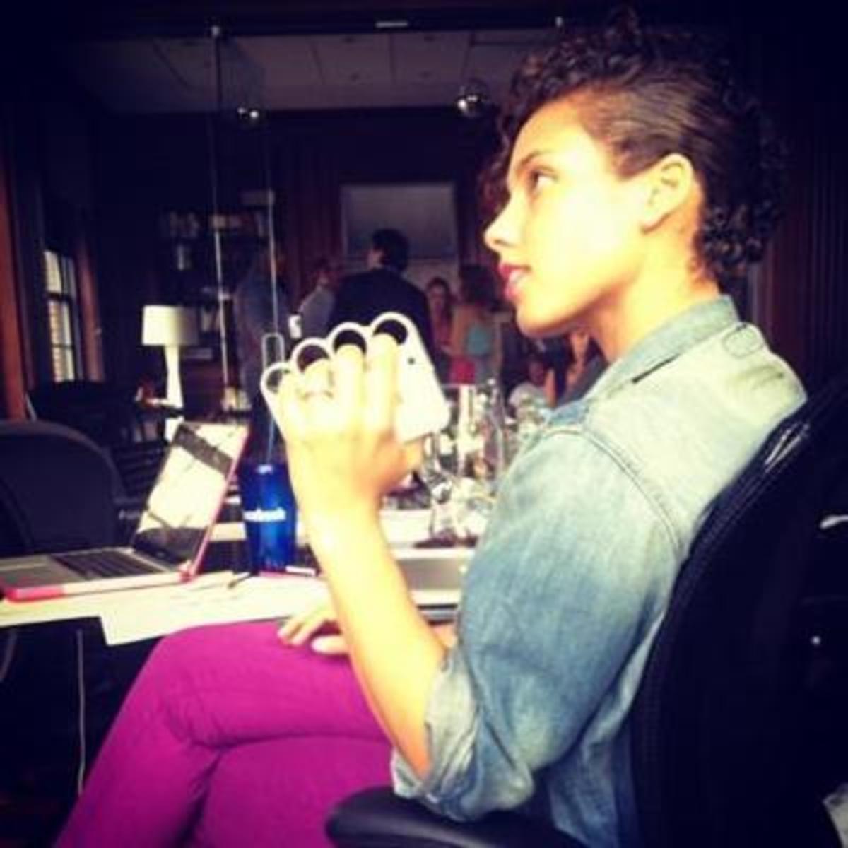 Alicia Keys with an iPhone knuckle case like Rihanna's