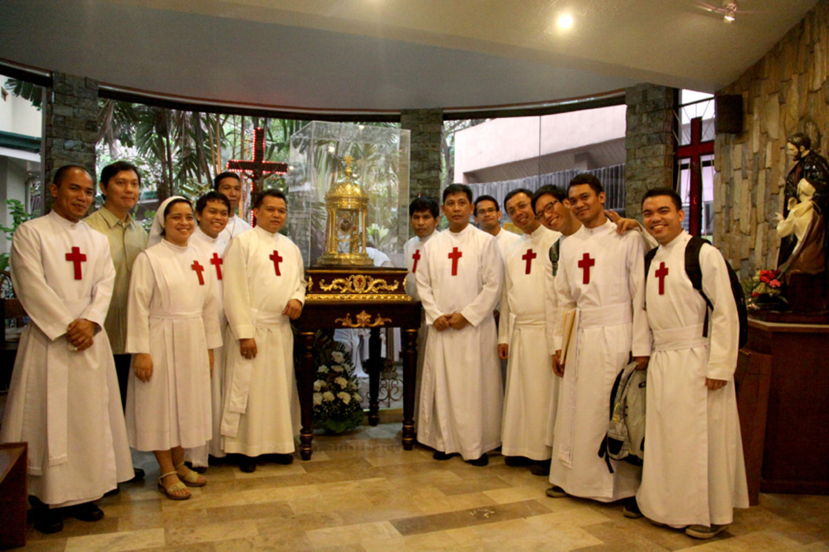 The Camillians posing with the heart relic inside the chapel of the St. Camillus Hospital