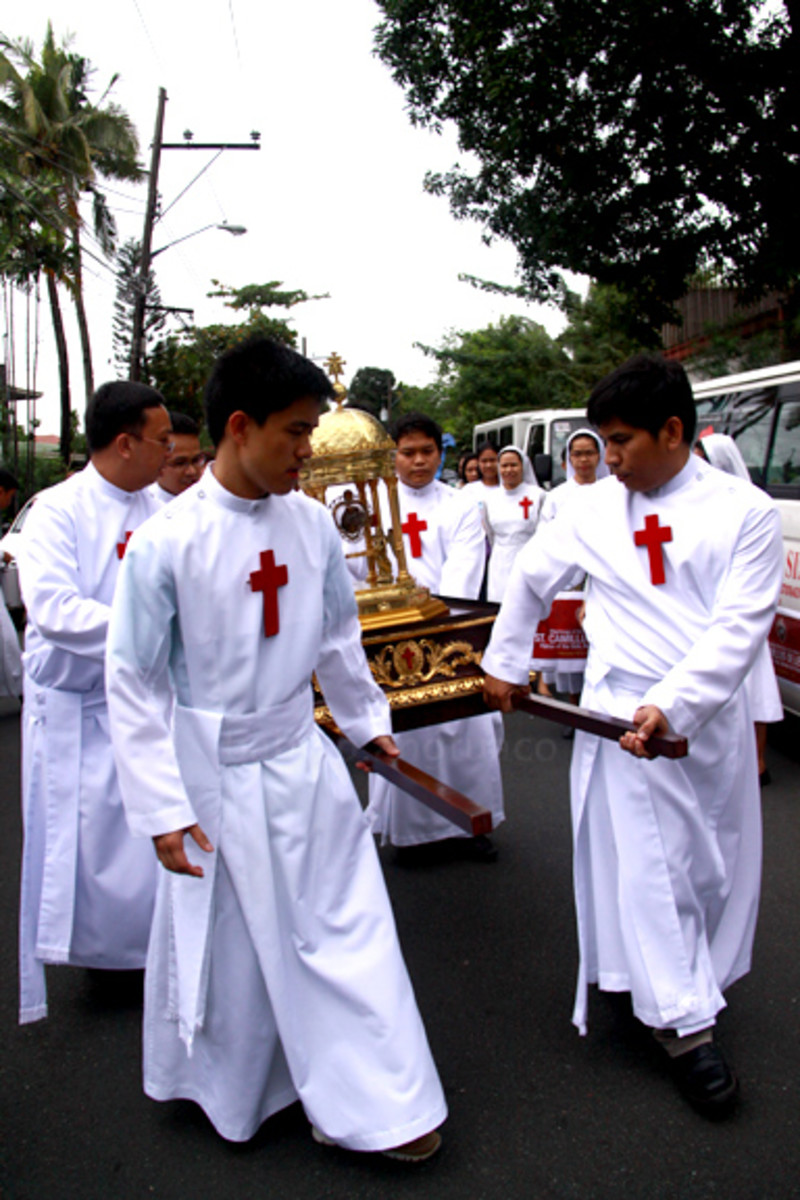 Camillians carrying the heart relic of St. Camillus