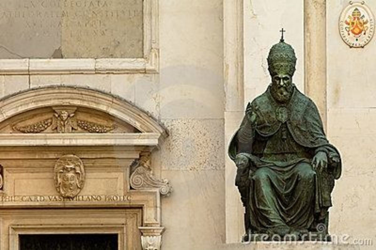 Statue of pope Sixtus V in holy house of Loreto