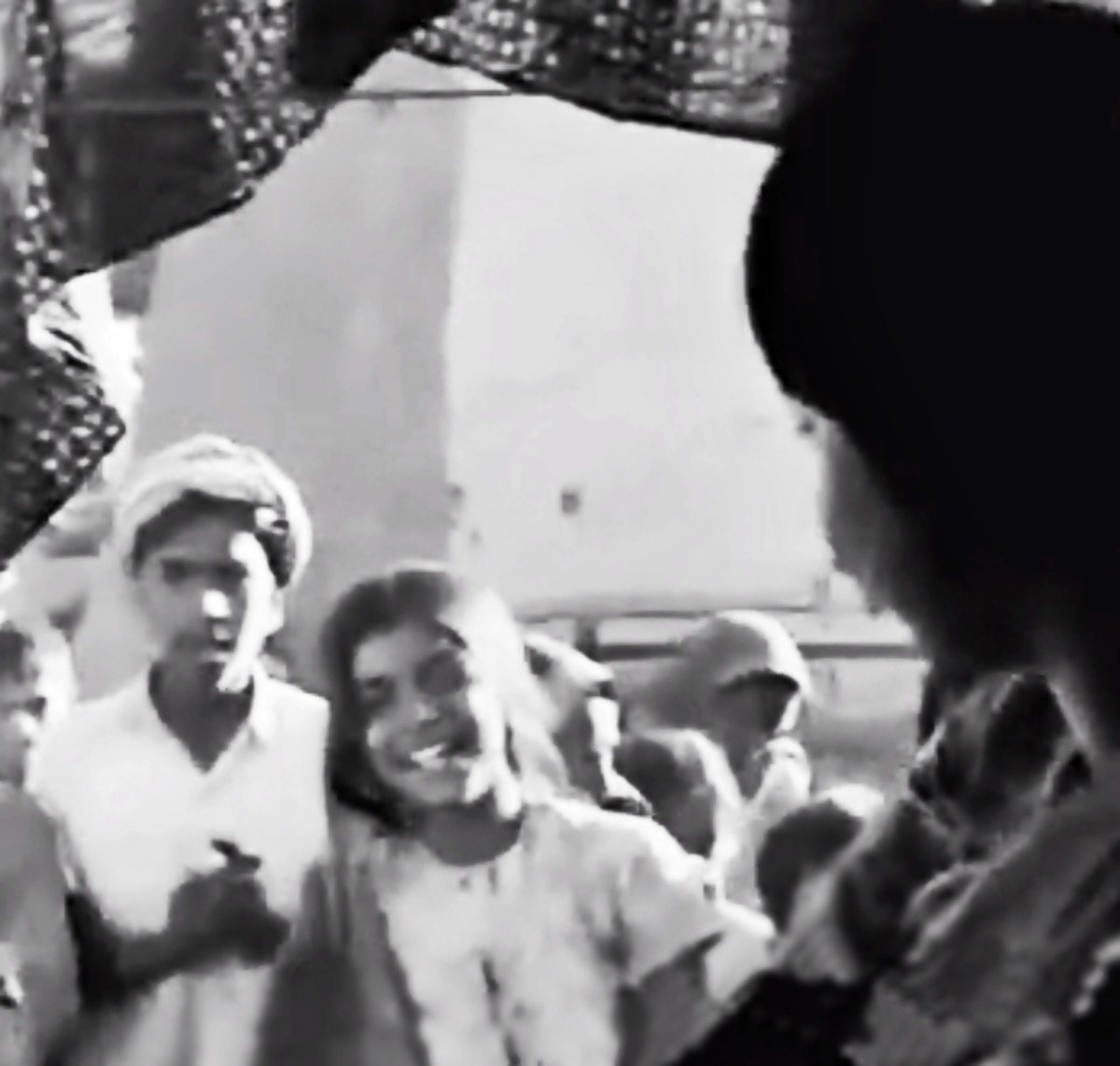 Waheeda Rahman and Raj Kapoor in Teesri Kasam.  A very sweet and simple folk song blessing the new bride entering the village.