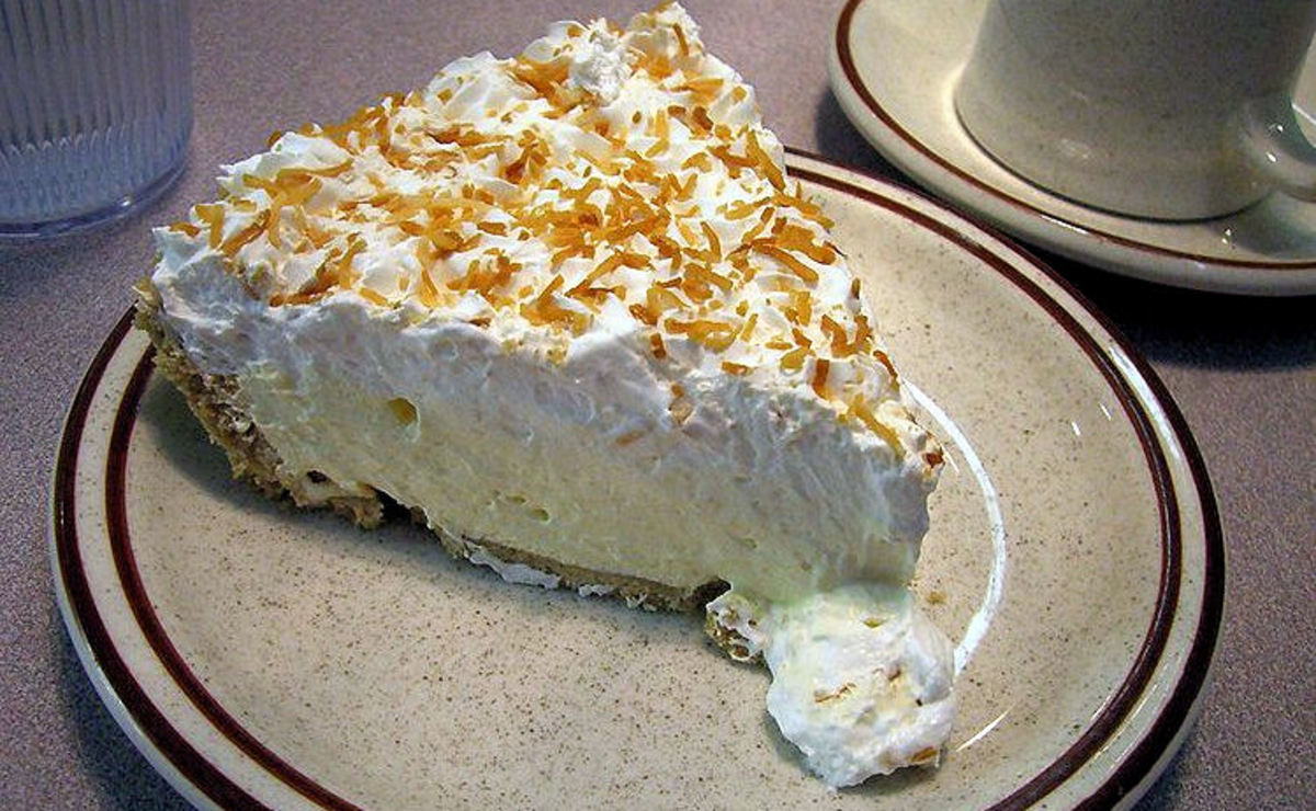 Cool and creamy coconut pie!