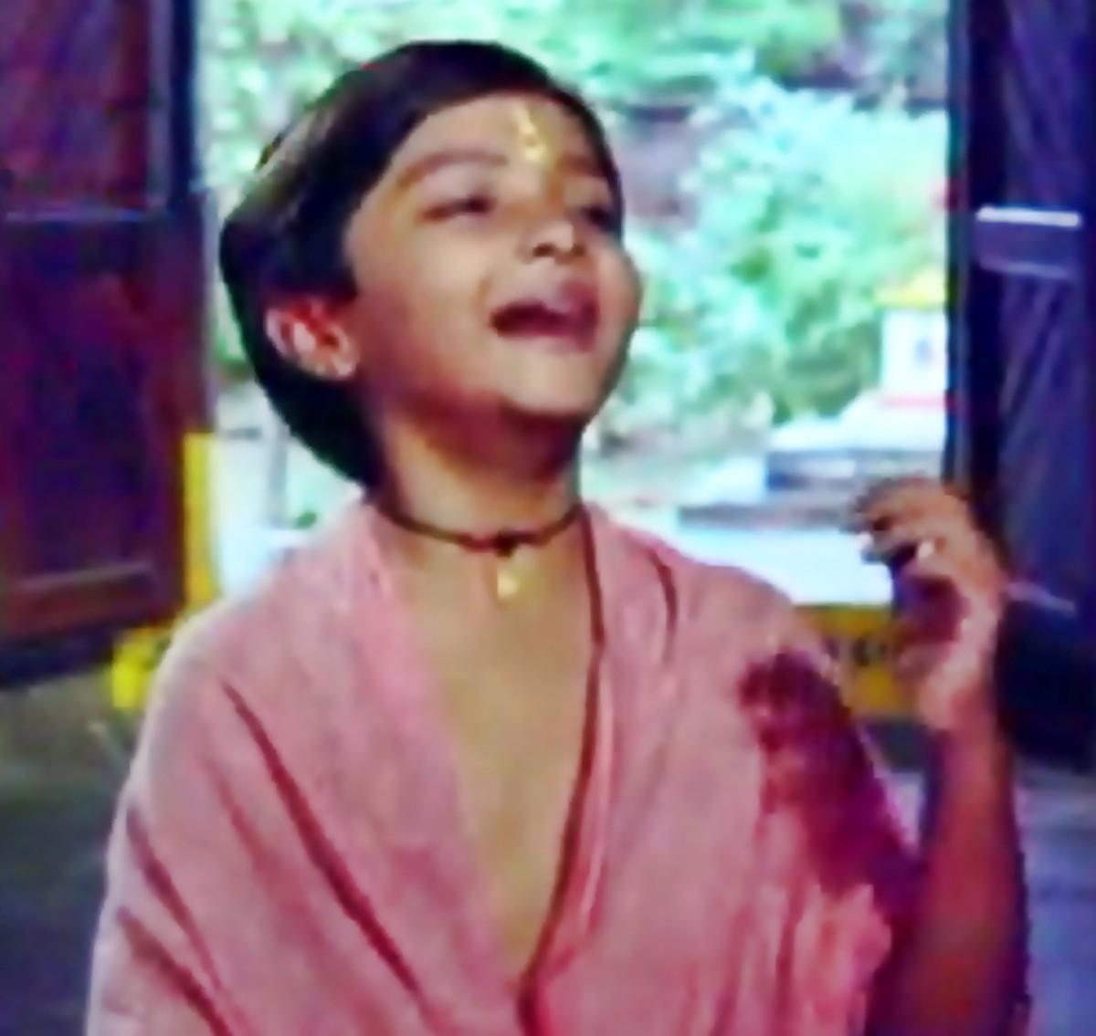 Jaoon tore charan kamal par vaari - Perhaps the greatest classical song of Bollywood in Raag Bhupali