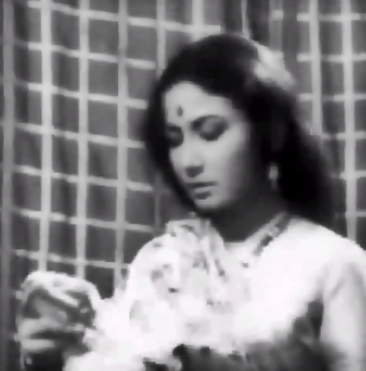 Meena Kumari in Jyoti kalash chhalake...: A great classical number in Raag Bhupali by Lata Mangeshkar