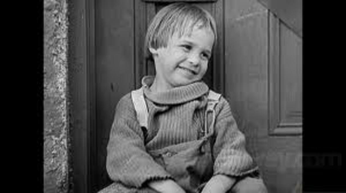 Jackie Coogan as 'The Kid ' (1921)
