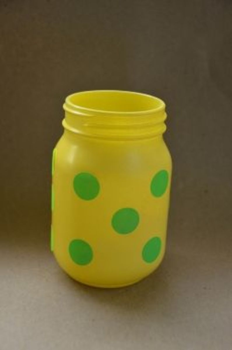 paint a mason jar with polk dots