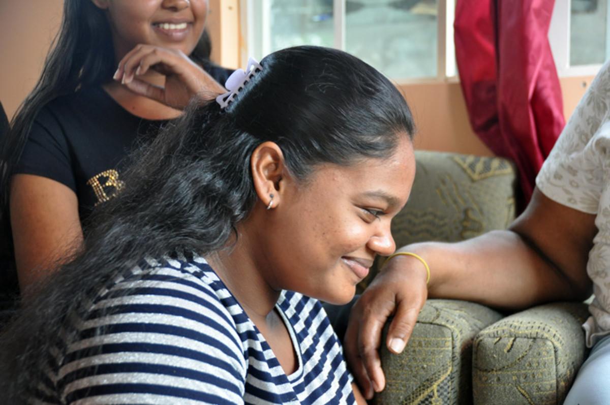 Hija 2 sólo sigue sonriendo en una alegría interior ... No hay palabras que provienen de ella.