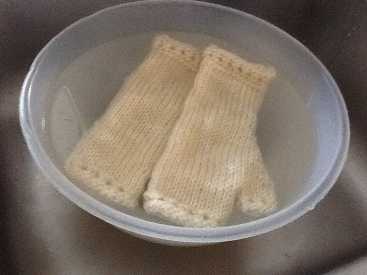 how-to-block-knit-mittens