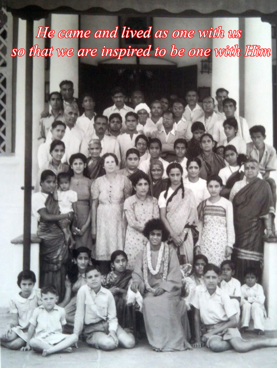 After declaration of Avatarhood, Swami mingled freely with the masses, as one among them. Here, He is seen with the Mudaliar family.