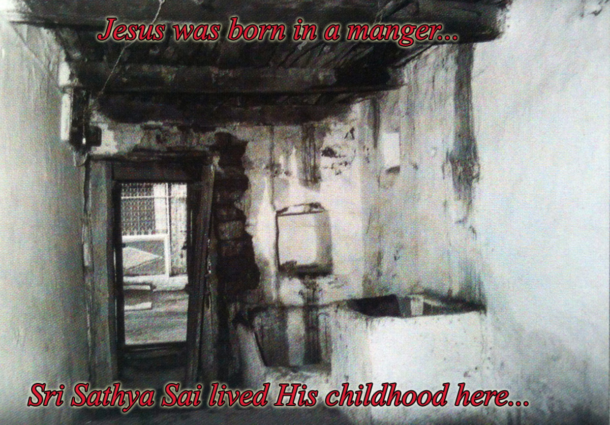 The living area of the home in which Swami lived as a child in Kamalapuram. There is no ventilation or light in this little home!