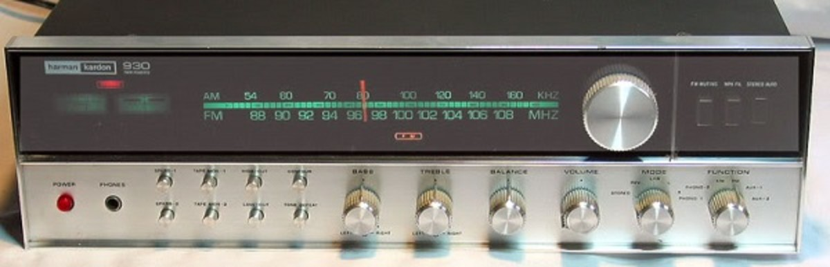 A beautiful sounding vintage solid state amplifier and tuner from Harman Kardon.