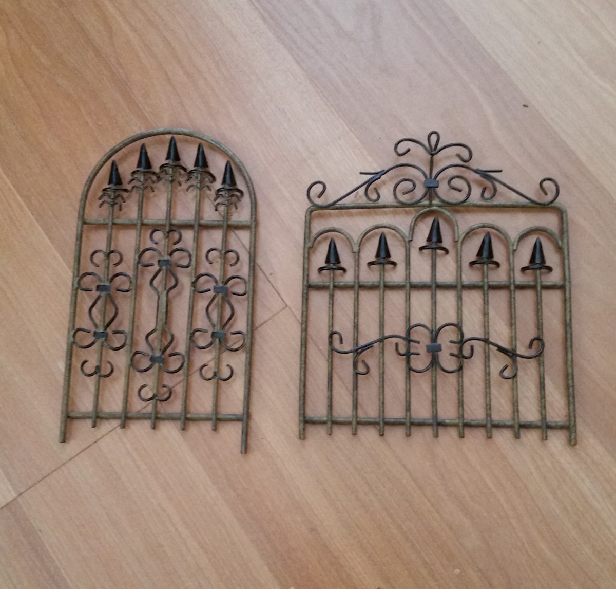 I found these two metal gates at a yard sale for $1 each. What a great find. Check the next photo to see how one looks in use.