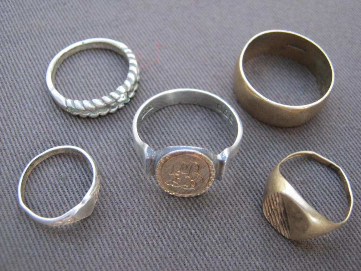 Now the treasure starts to appear which can make this hobby profitable. Here are 5 gold and silver rings I have found.