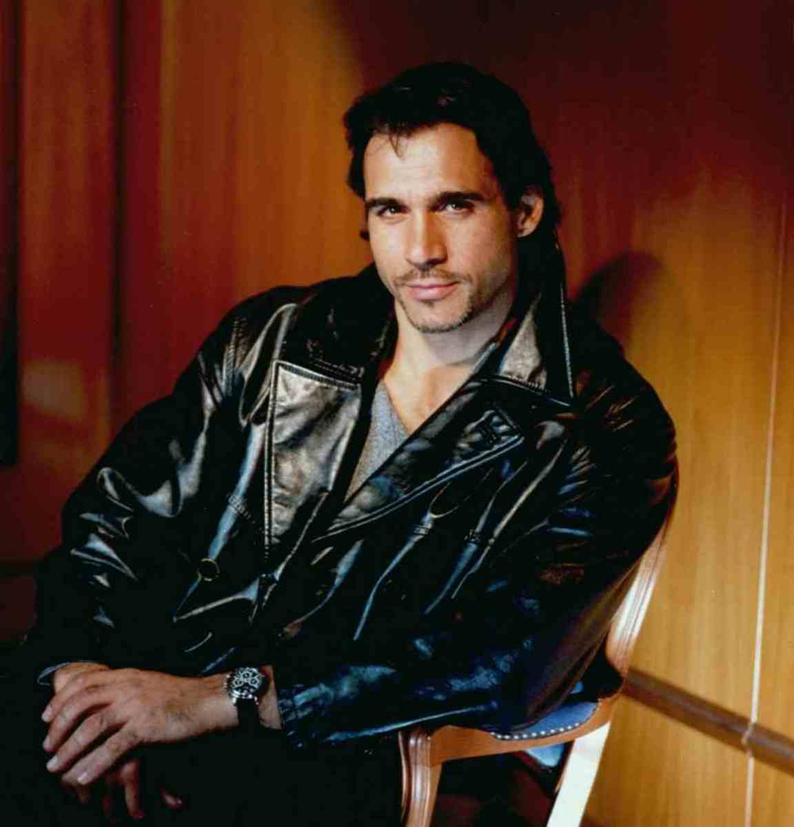 Adrian Paul the hottest hunk on TV