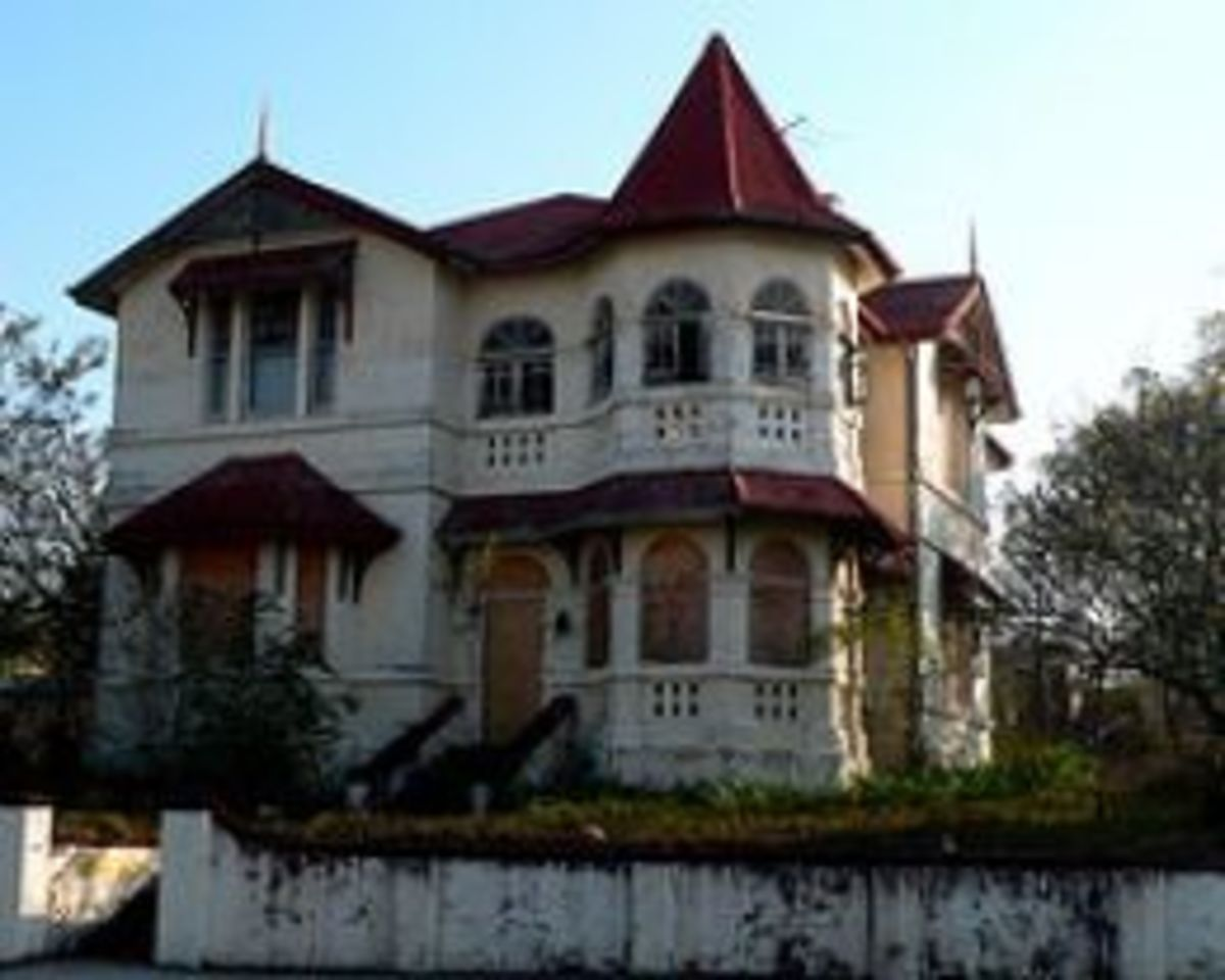 Creepy Haunted Houses With Gruesome Histories
