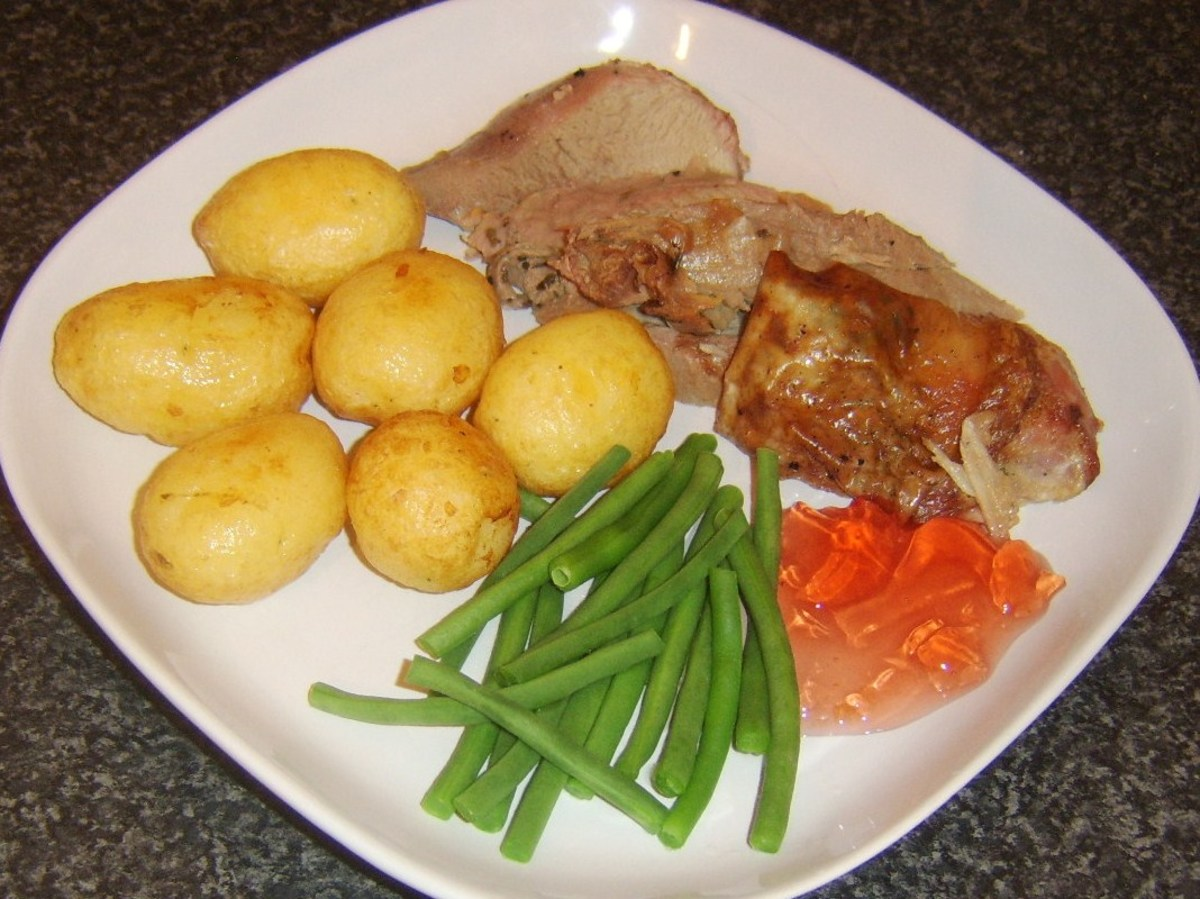 Turkey drumstick meat, pan roasted potatoes and green beans