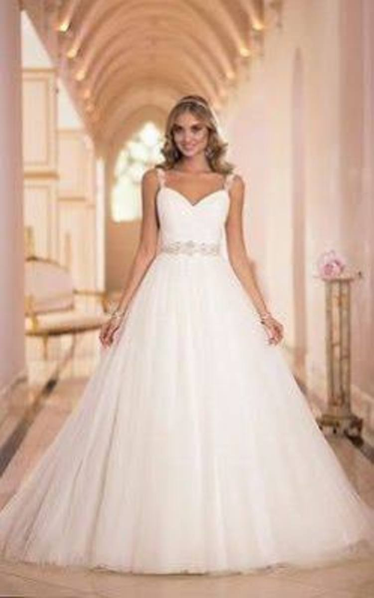 Beautiful wedding dress with an A-line fit :)