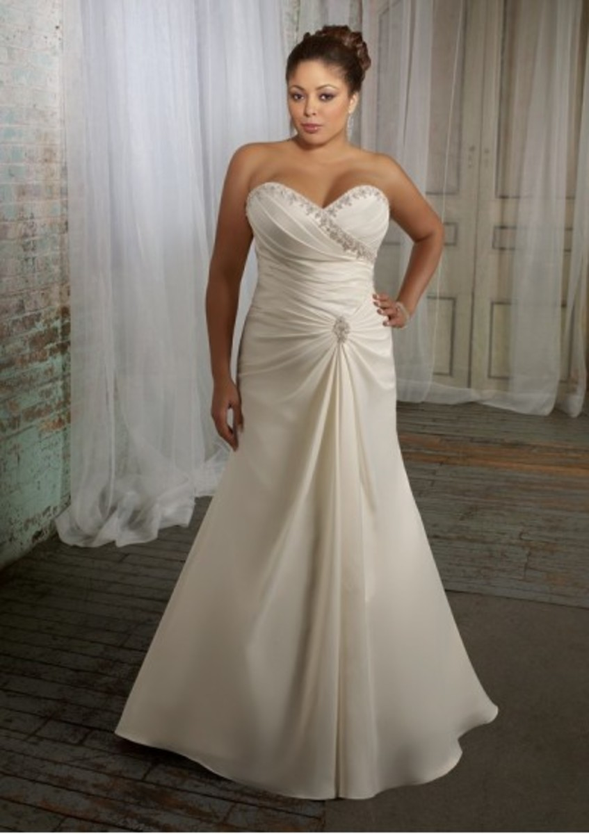 Beautiful sweetheart, plus size gown! Takes the eyes down to curve and away from busty chest!
