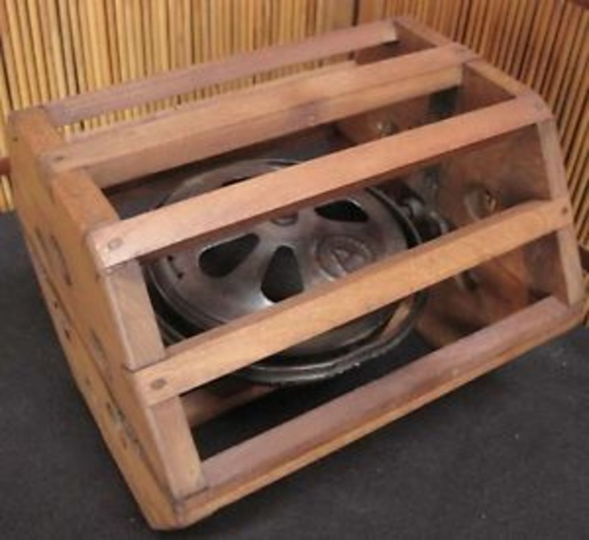 Kotatsu charcoal burner with protective wooden cage