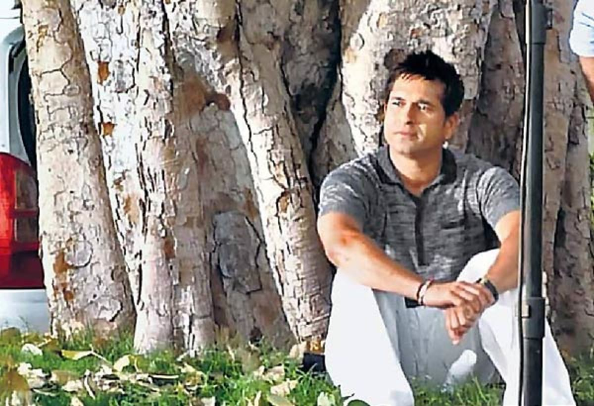 Under the peepal tree where Baba had delivered a discourse in 1973, Sachin's year of birth.