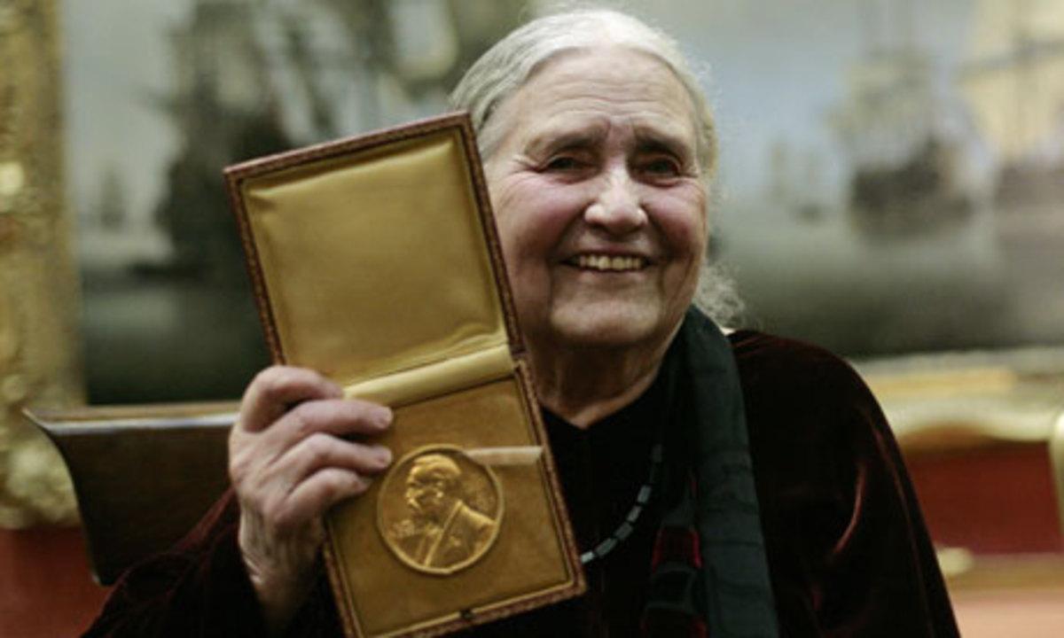 Doris Lessing shows her Nobel Prize in Literature medal  2007
