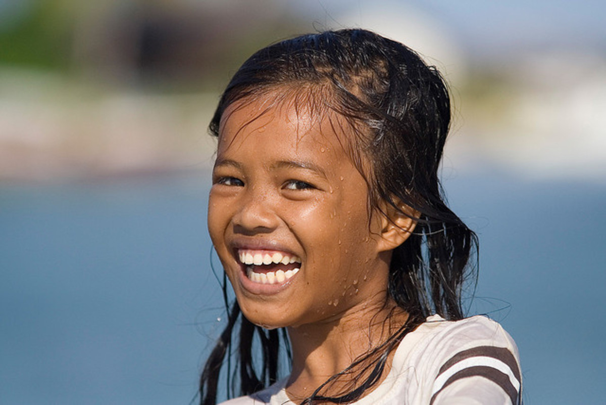 A typical Malay girl -- all smiles.