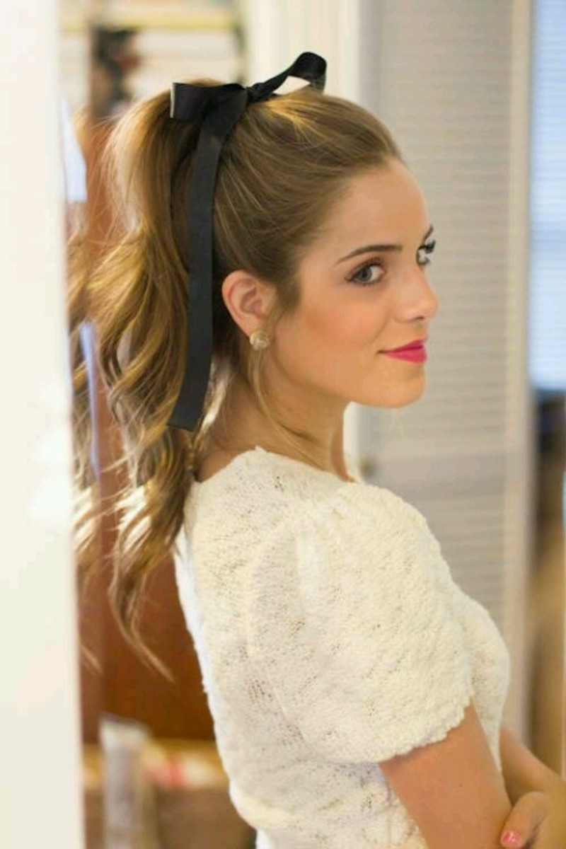 Fancy ponytail with ribbon