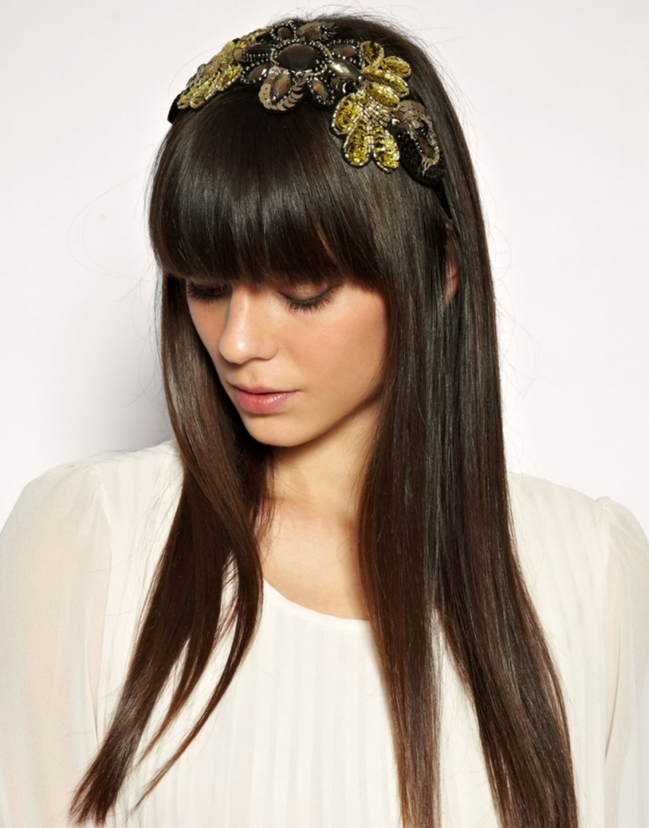 Sleek hair with a sequin headband