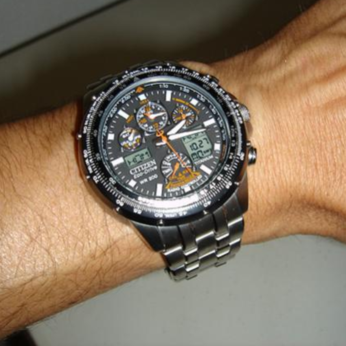 As you can see in the, picture this watch looks good even with a medium-sized flat wrist.