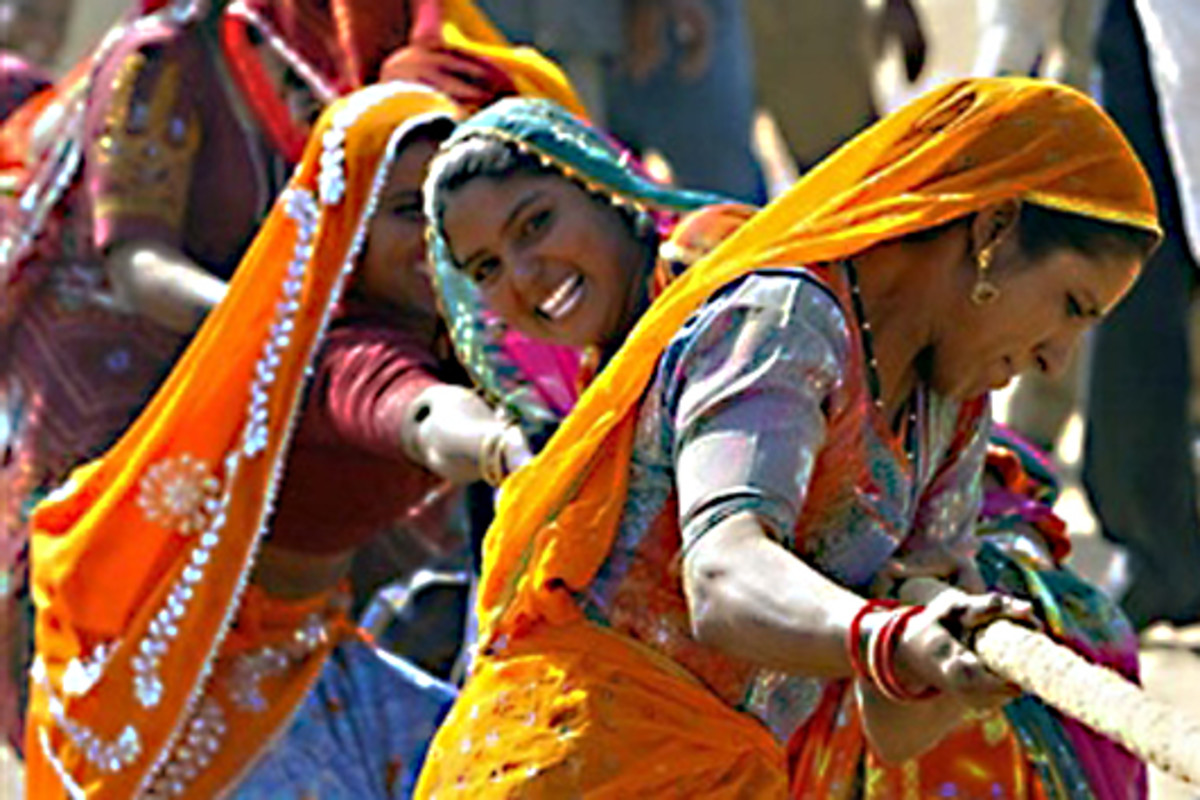 Indian women put on a very colourful show during a contest at the Pushkar Fair in the State of Rajasthan