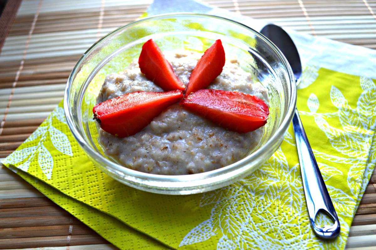 A simple oatmeal breakfast can do more than just fill your tummy for the day. Oats have important nutrients that can heal, nourish and keep your nails looking beautiful.