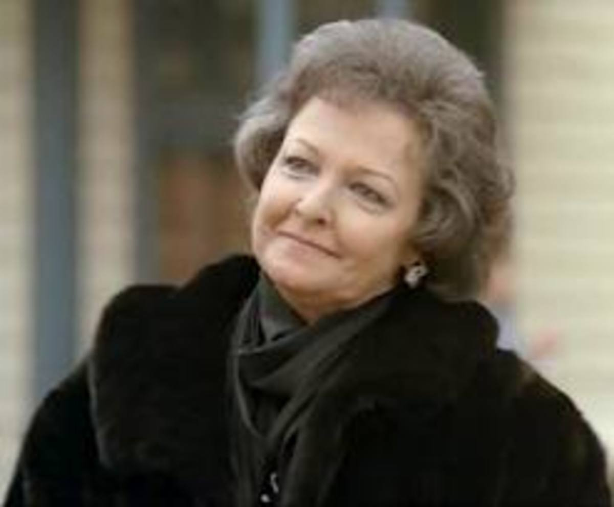 Laraine Day as Amelia Davenport
