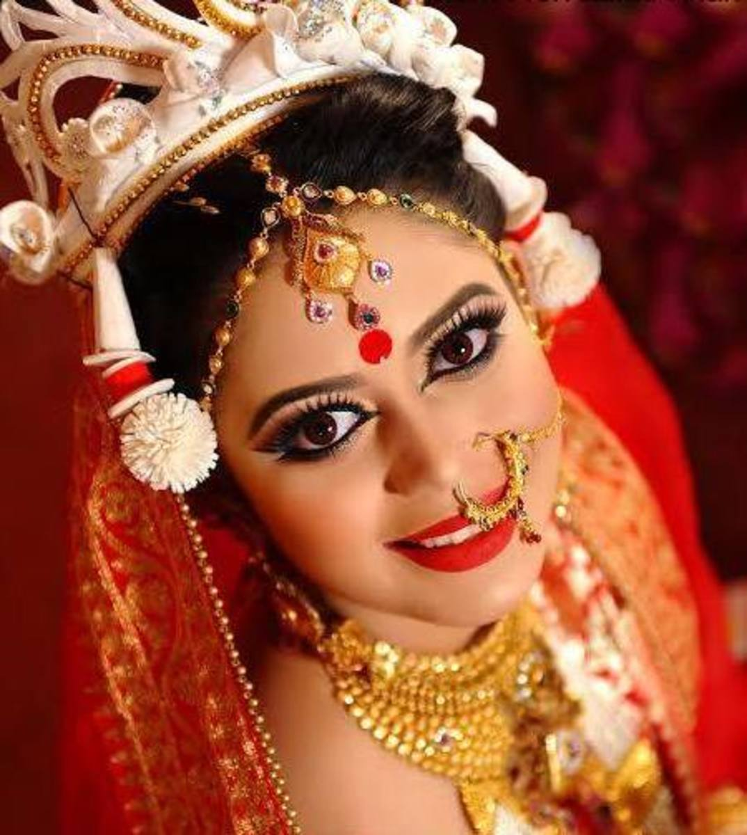 Gorgeous traditional look on a beautiful Hindu bride.