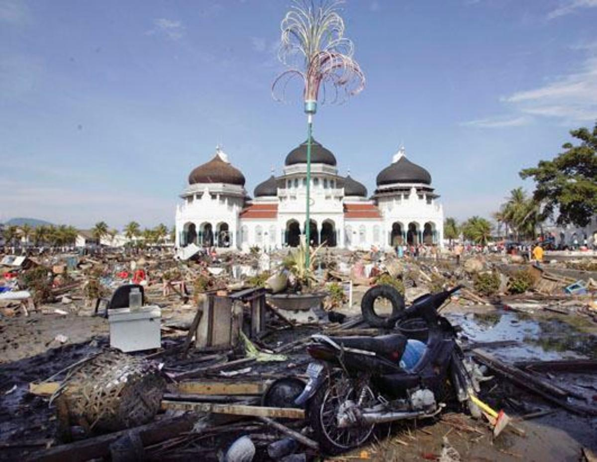 miracle-mosque-still-stands-after-the-tsunami
