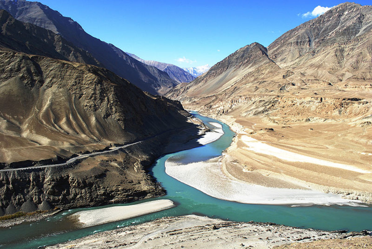 Confluence of Indus and Z anskar river in Himachal, India.