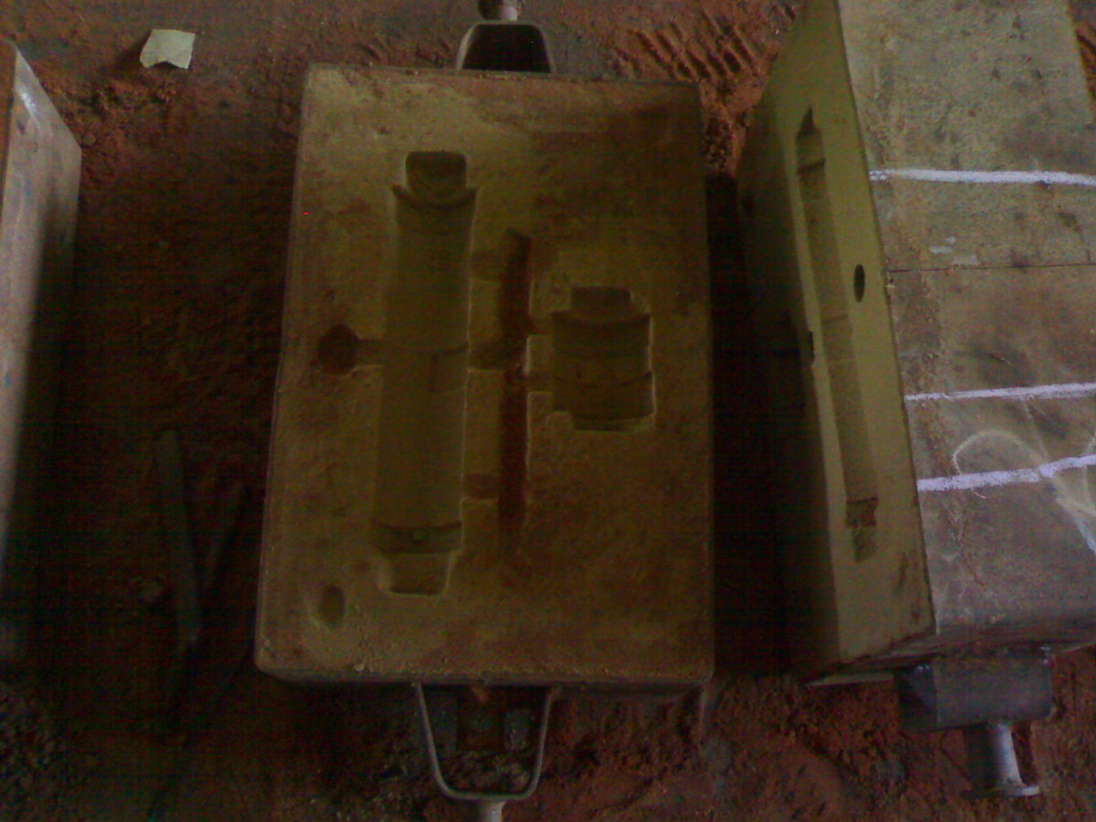 Picture of cope and drag of cylinder mould cavity