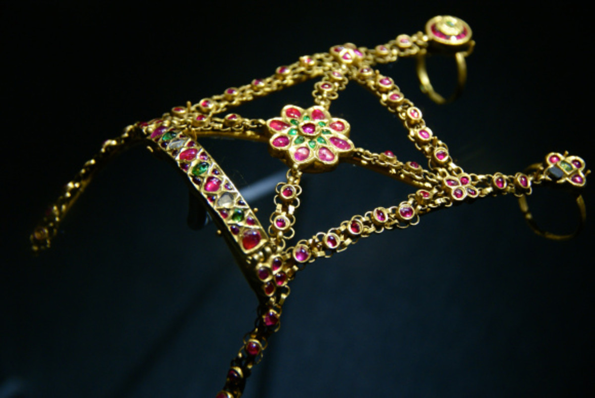 Worn on the back of the hand as wedding jewelry, this Indian Hathphul made of gold,