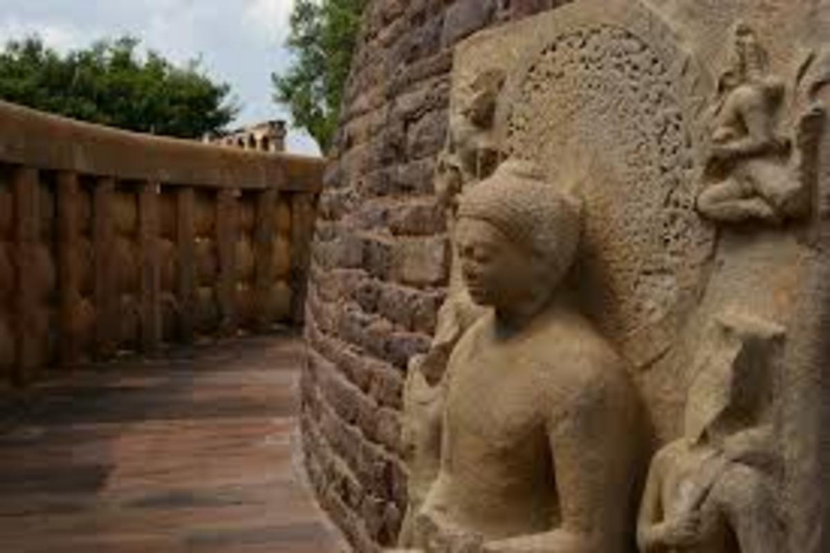Sanchi (Sculpture at Stupa 1