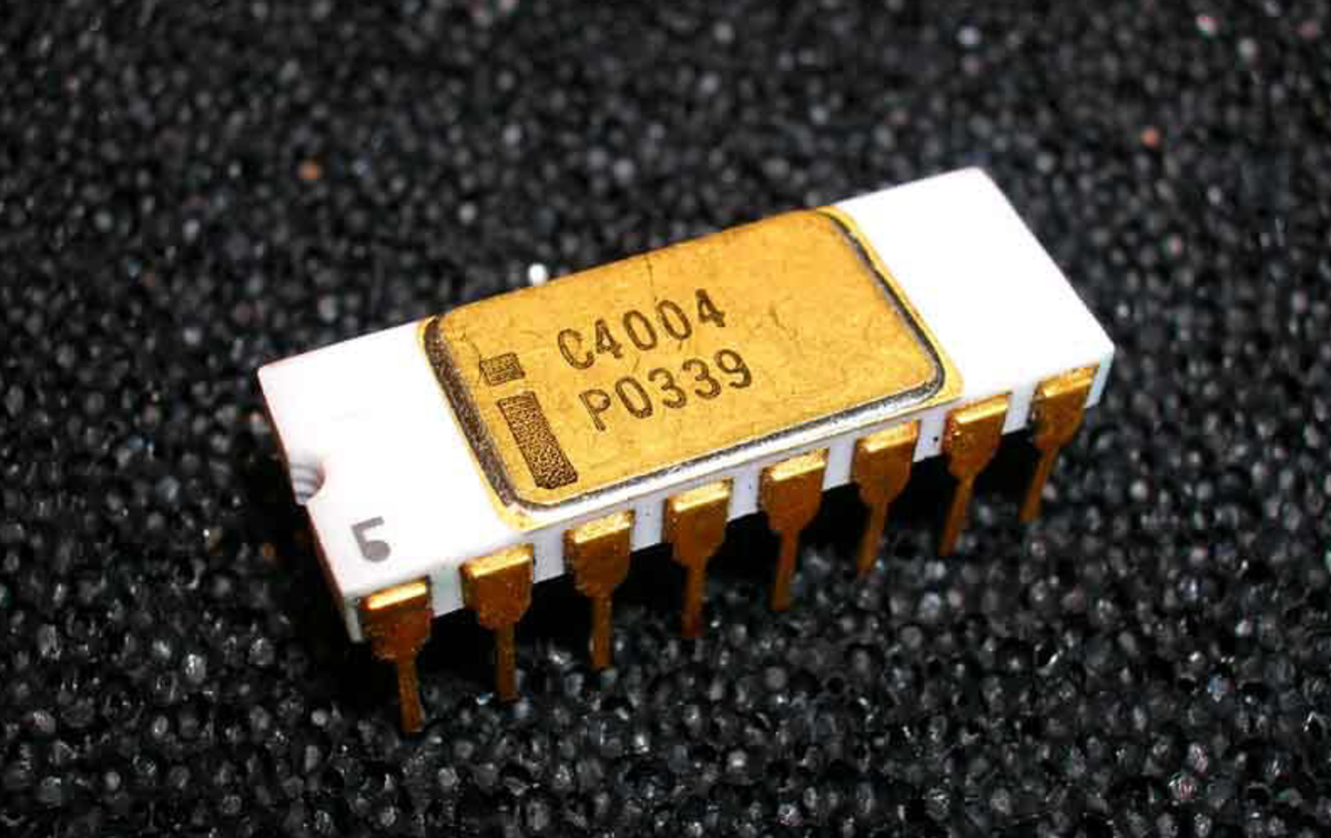 Intel 4004 microprocessor was one of the first popular processing devices