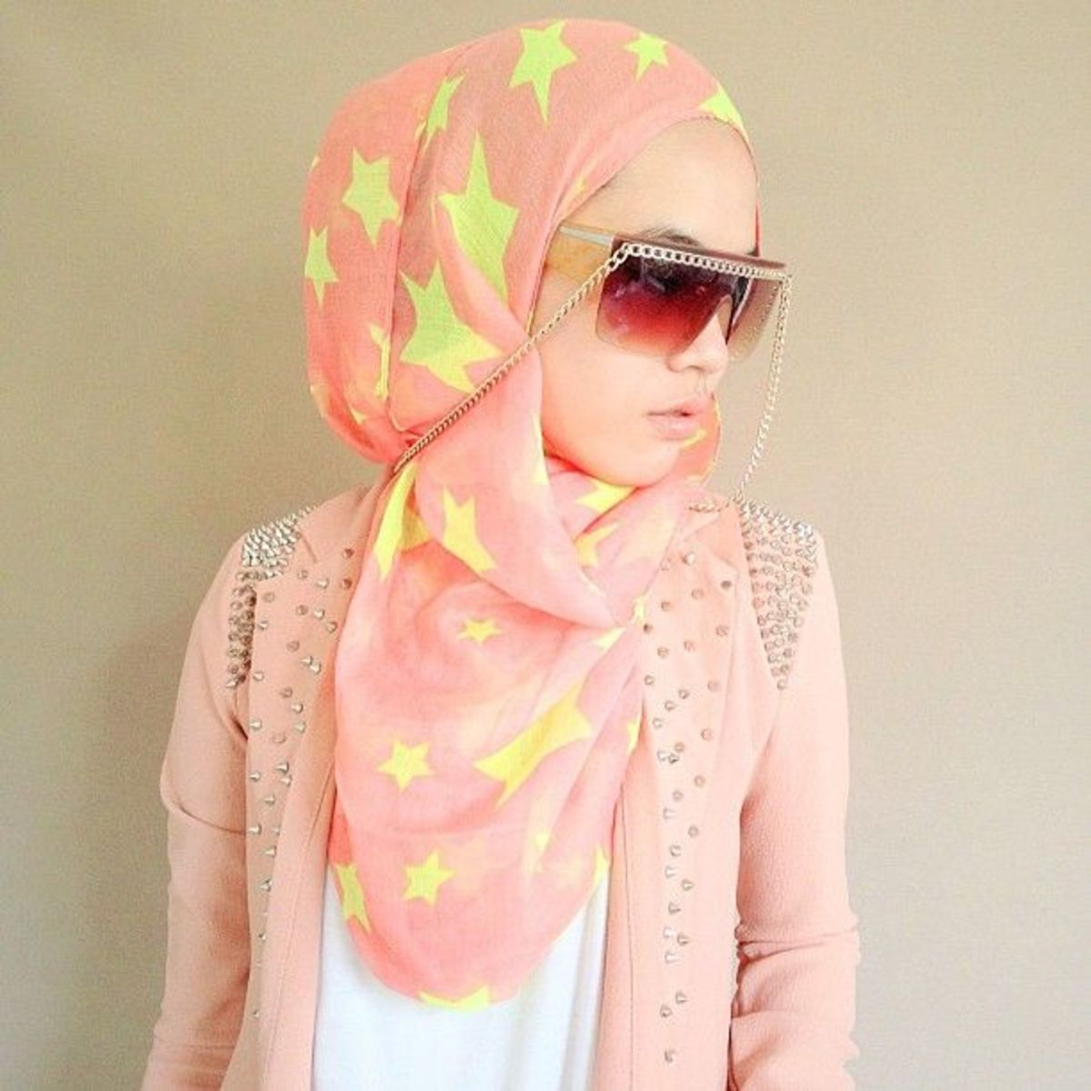 Trendy hijab look yet properly maintaining her modety.