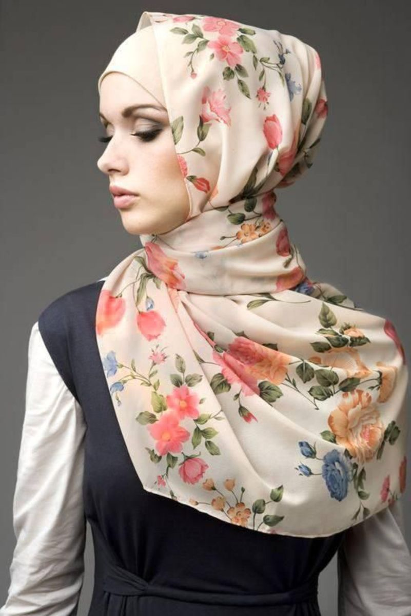 Floral printed scarf. Modest hijabi stle