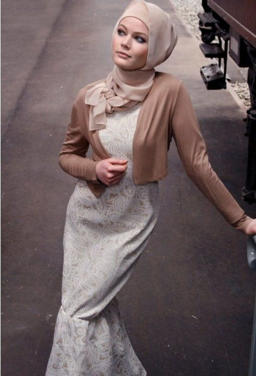 Sophisticated hijab look in beige and taupe