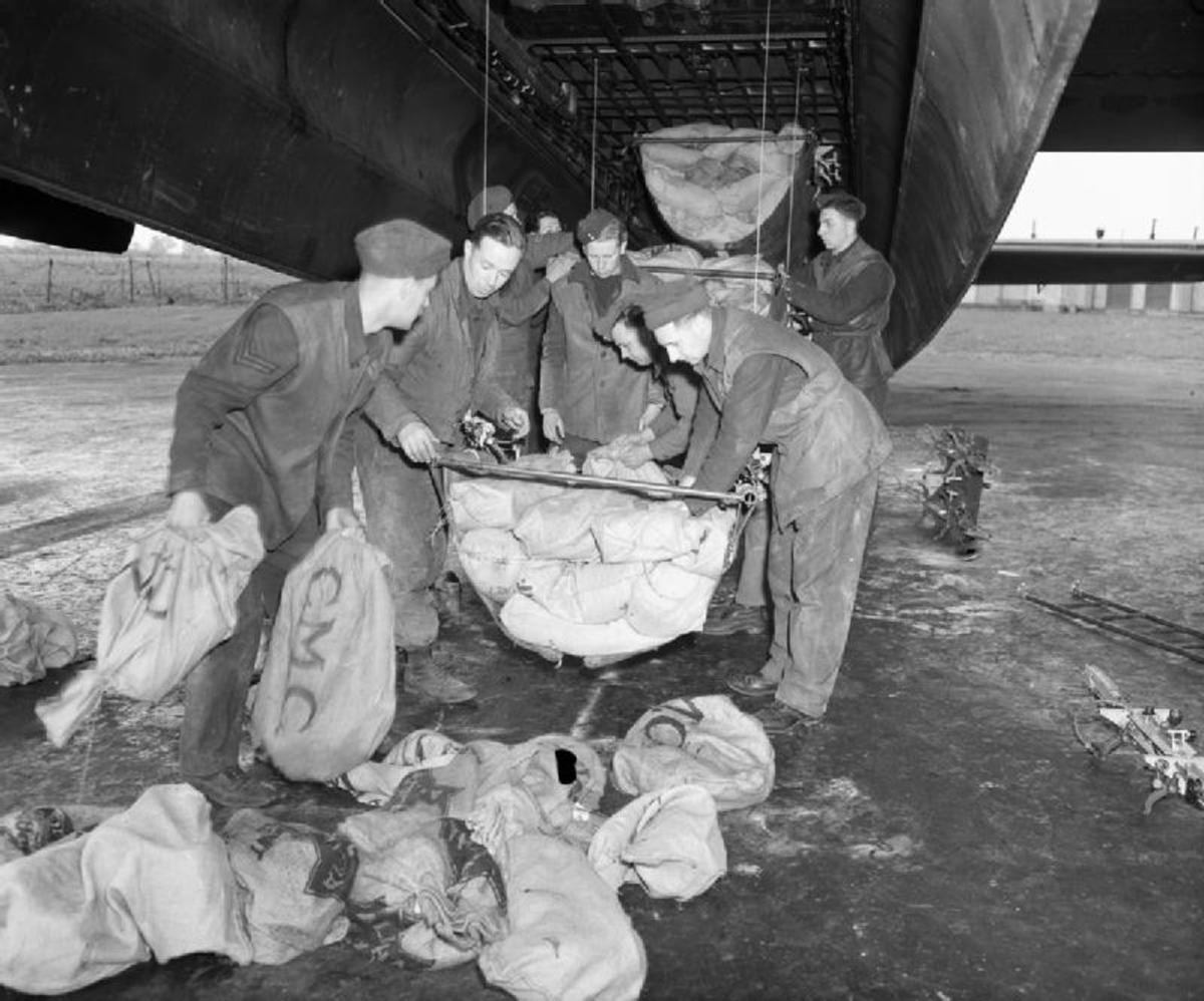 Loading RAF Lancaster bomb bay