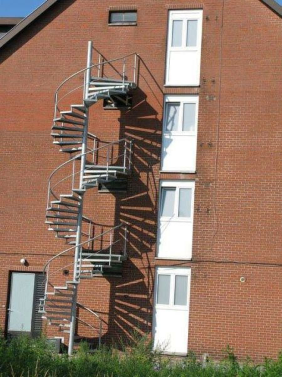 Such a beautiful spiral staircase gone to waste! Epic fail!  You had one job!