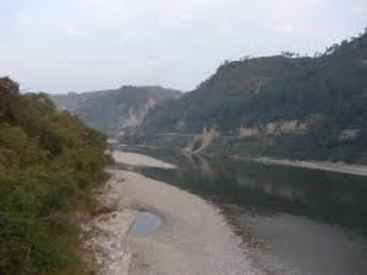 Sandhol road alongwith river Beas