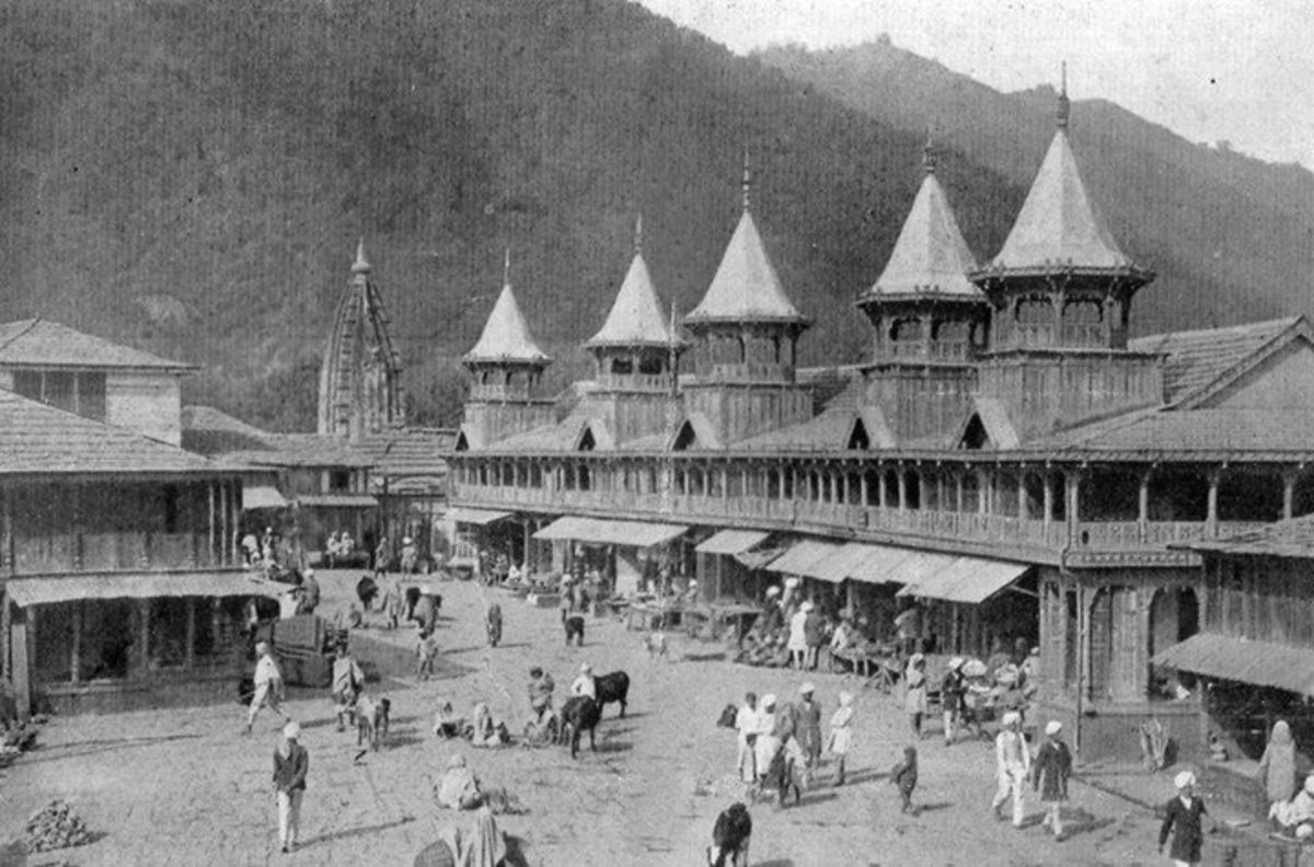 An old Photograph of Ancient Mandi Town
