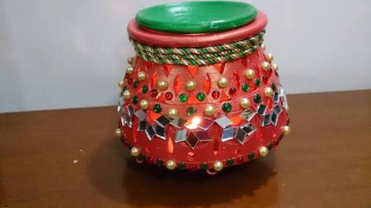 Earthen decorated pots