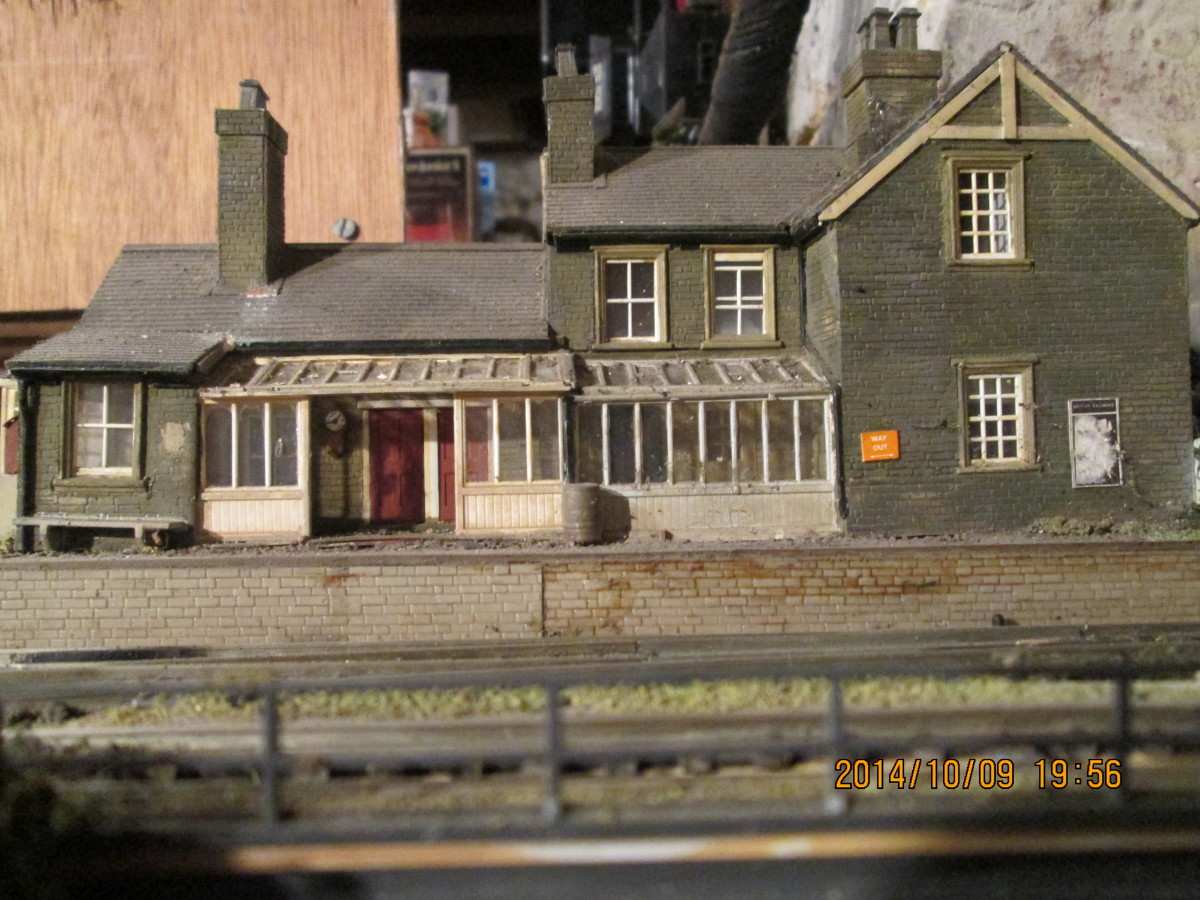 Seen straight on from the deck of the coal depot, the station frontage showing the porch modified from a Wills Greenhouse kit (behind which is the ticket office, ladies' room and general waiting room)